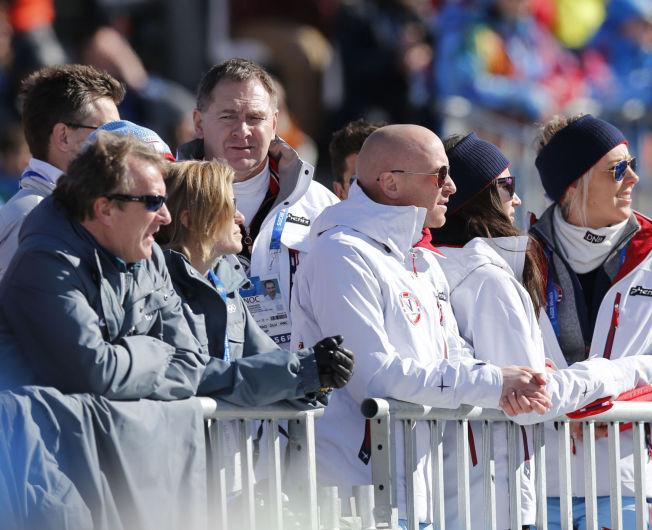 <p>PÅ PENGESEKKEN: Generalsekretær Inge Andersen i Norges Idrettsforbund på plass under herrenes slopestyle i Sotsji-OL, der Ståle Sandbech vant sølvmedalje for Norge.</p>