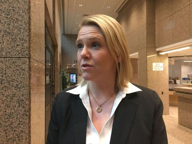 <p>TAR AVSTAND; Sylvi Listhaug (Frp) sier det er politiet som skal trygge gatene, og i hvert fall ikke «Odins soldater».</p>