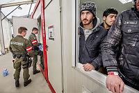 Flyktninger i Østerrike sorteres med fargebånd