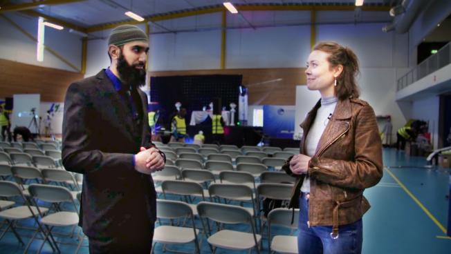 <p>MYE LIKT: Rut Helen møter lederen for Islam Net, Fahad Qureshi, like før publikum komme rinn til Peace Conference.</p>