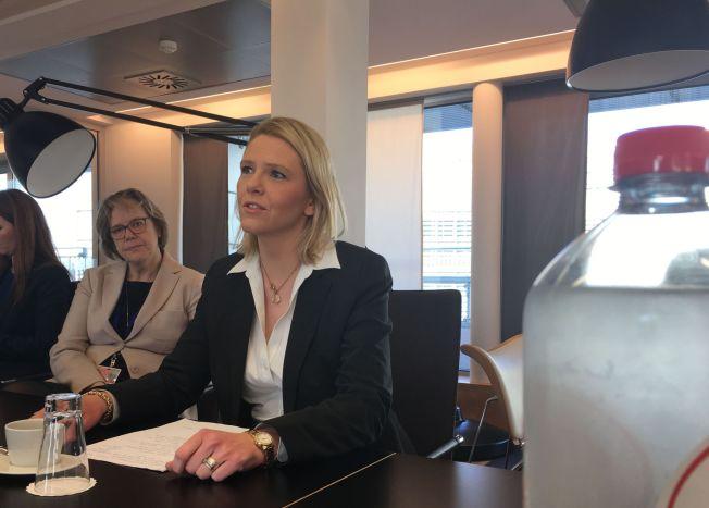 <p>MØTER EU: Innvandringsminister Sylvi Listhaug (Frp) sammen med Norges EU-ambassadør Oda Sletner i Brussel torsdag morgen.</p>