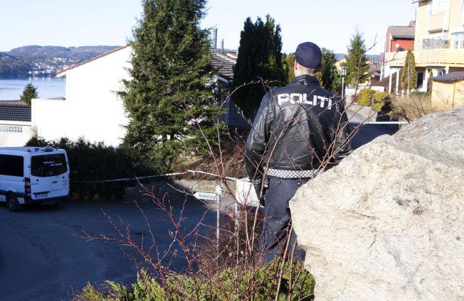 <p>DRAPSETTERFORSKNING: Her, på Hånes - øst for Kristiansand sentrum, etterforsker politiet et drap.</p>