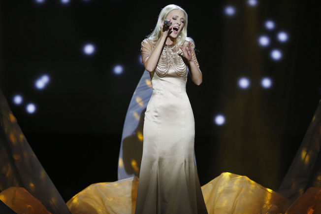<p>TREDJEMANN: Stine Hole Ulla med låten «Traces».</p>