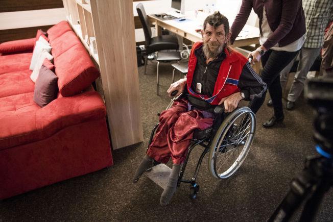 <p>Jan Petter Stefanussen ankommer Lifecircle sin leilighet i Basel i Sveits, der han fikk utført assistert selvmord.</p>