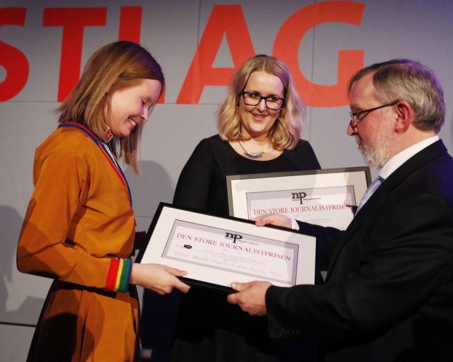 """<p>VGs journalister Maria Mikkelsen (f.v.) og Synnøve Åsebø mottok Den store journalistprisen for """"Historien om Odin"""".</p>"""