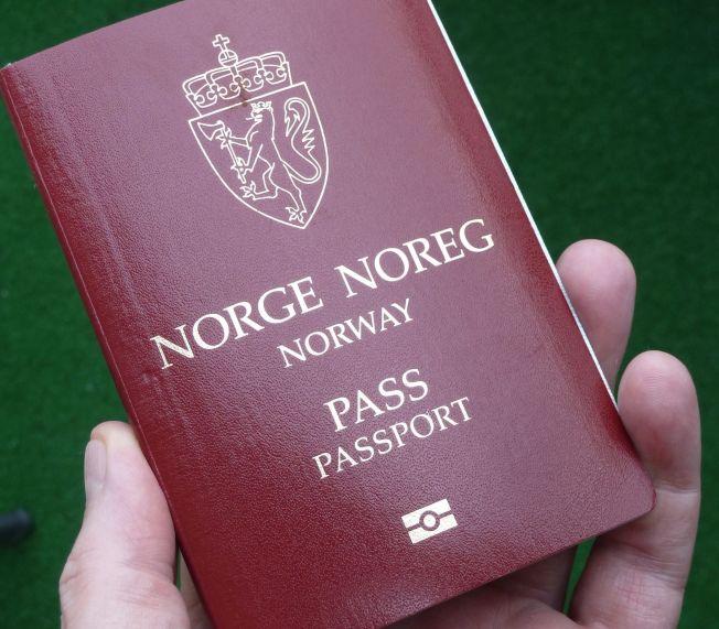 <p>NORSK PASS: Snart kan du kanskje beholde det norske passet, men også skaffe et utenlandsk. Illustrasjonsfoto.</p>
