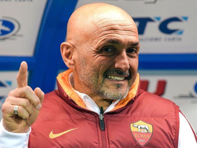 <p>TATT GREP: Roma-trener Luciano Spalletti (56) har fått fart på Roma i sin andre periode i klubben. Her er han avbildet før forrige helgs bortekamp mot Empoli.</p>