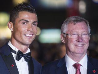 <p/> <p>SLIPPER IKKE HELT TAKET: Sir Alex Ferguson har fremdeles kontakt med flere av sine gamle Man.Utd-spillere. Her fra verdenspremieren av «Ronaldo»-filmen i London i november 2015 med Cristiano Ronaldo.</p>