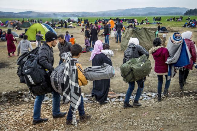 <p>ENDRER EUROPAS GRENSER: I flyktningeleiren Idomeni på grensen mot Makedonia venter tusener av flykninger på å få lov til å passere og leiren fylles av flere og flere flyktninger hver dag. Dette krisen diskuterer Tyrkia og EU i Brussel i dag.</p>