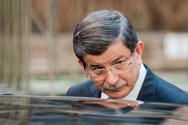 <p>KREVER DOBLING AV MILLIARDSTØTTE: Statsminister Ahmet Davutoglu har i dag krevd dobbelt så mye som de tre milliarder euroene han allerede var lovet av EU i bytte mot et økt ansvar for flytningene.<br/></p>