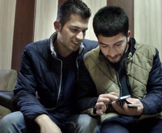 <p>TILBAKE I IRAK: Her er Surkaw Omar (til venstre) og Rebien Abdullah tilbake i Suleymaniya i Irak - etter sin mislykkede tur til Europa.<br/></p>
