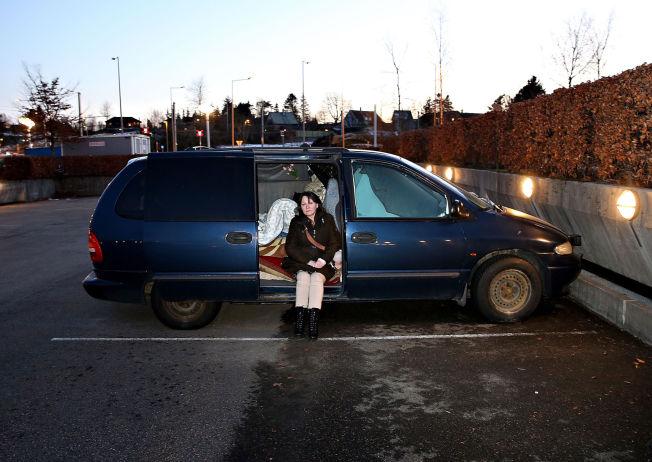 <p>LANG VEI HJEM: - Denne saken har ødelagt livet mitt, sier May-Britt Fjeld (55). Kontakten med familien er blitt vanskelig etter overflyttingen til Bergen.</p>