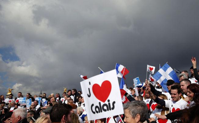 <p>VIL REDDE HJEMBYEN: Folk fra Calais demonstrerte denne uken i Paris under parolen« Calais må erklæres som et økomonisk kriseområde».</p>