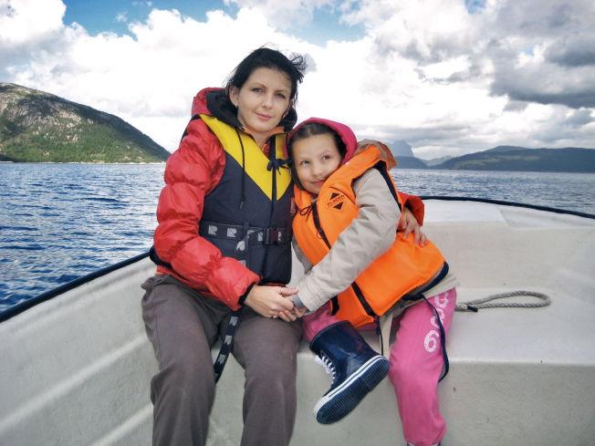 <p>MOR OG DATTER: Monika Sviglinskaja (8) som ble kvalt og drept 14. november 2011 sammen med moren Kristina Sviglinskaja (32) Foto: Privat</p>