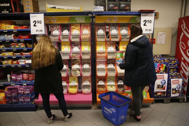 <p>REKORDLAVT: Lavpriskjedene har dumpet prisen på smågodt. 2,90 per hekto tar Rema 1000 på Evjekaia i Fredrikstad onsdag kveld.</p>