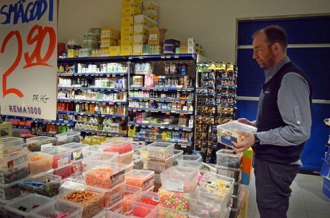 <p>STORSALG: Butikksjef for Rema 1000 Nordsia i Steinkjer solgte 1600 kilo smågodt på én dag.</p>