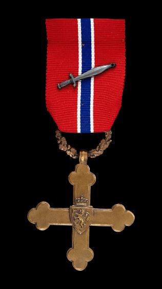 <p>HØYTHENGENDE: Krigskorset med sverd blir delt ut til Espen Haugeland på frigjørings- og veterandagen 8.mai.</p>