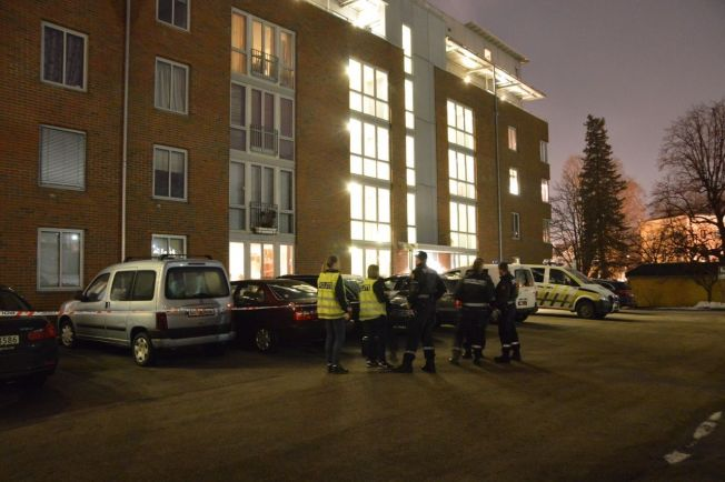 <p>POLITIET PÅ STEDET: Politiet søker etter en gjerningsperson i området, opplyser operasjonsleder i Oslo-politiet til VG.</p>