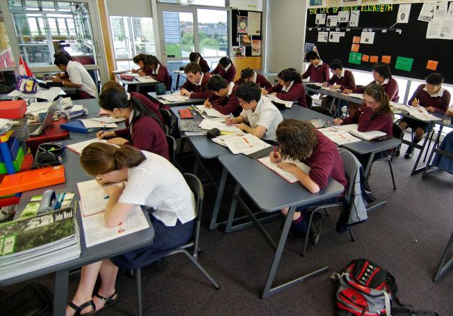 <p>KONSENTRERTE ELEVER: En klasse på en av skolene i Auckland som har fått besøk av norske lærere og skoleledere.</p>