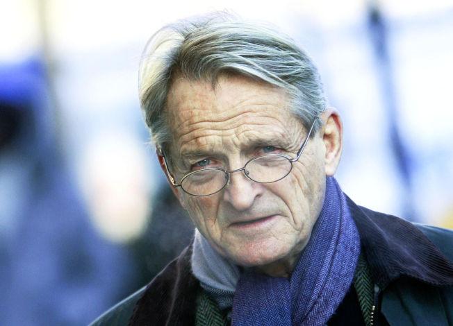 <p>KRITISK: Tidligere høyesterettsdommer Ketil Lund mener det skjer omfattende brudd på menneskerettighetene i norsk tvangspsykiatri.</p>