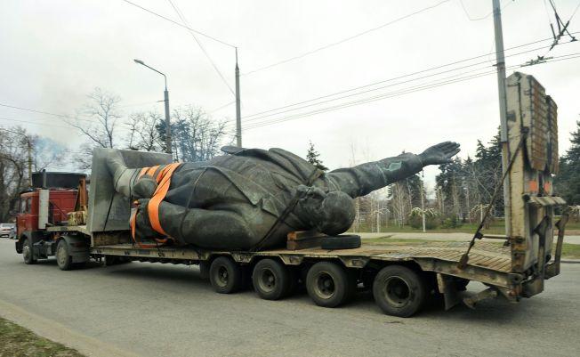 <p>VEKK: Sovjetunionens grunnlegger ut på 12 hjul.</p>