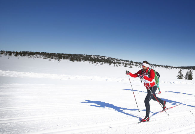 <p>Kronprins Haakon gikk Birkebeinerrennet i fjor og gjentar bedriften i år. Her passerer han Midtfjellet på Sjusjøen.</p>