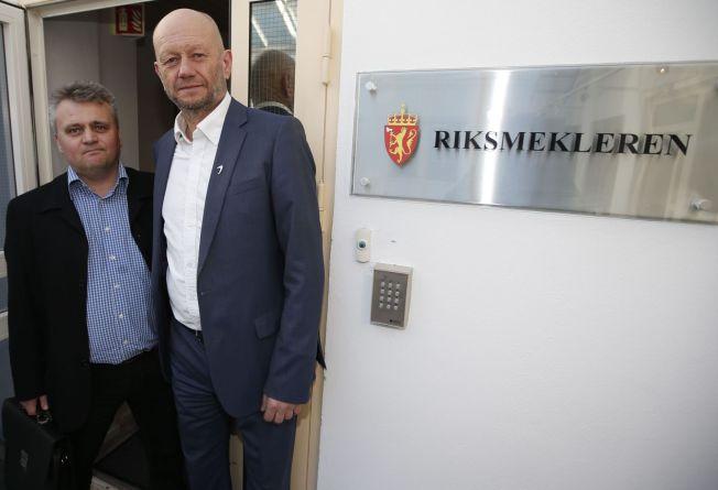 <p>LØRDAGSDEADLINE: Leder Jørn Eggum i Fellesforbundet (t.v.) og leder Stein Lier-Hansen i Norsk Industri vil innlede mekling over påske. Ved midtnatt lørdag 2. april går meklingsfristen ut.</p>