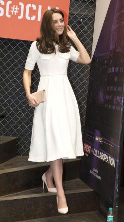 3fd2c3e5 KREMHVIT: Emilia Wickstead er designeren bak Kates delikate antrekk. Foto:  Getty Images