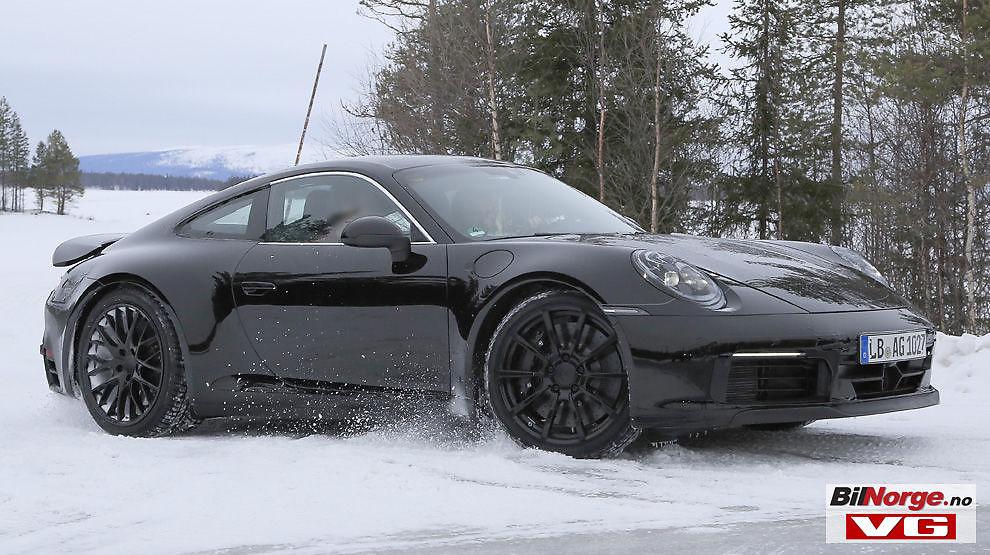 TRÅR VARSOMT: Man går ikke dramatisk til verks når man fornyer et ikon, så designmessig vil neste generasjon Porsche 911 ha mye til felles med dagens modell.