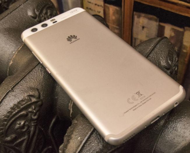 <p>PEN: Huawei P10 er en lekker telefon å se til.</p>