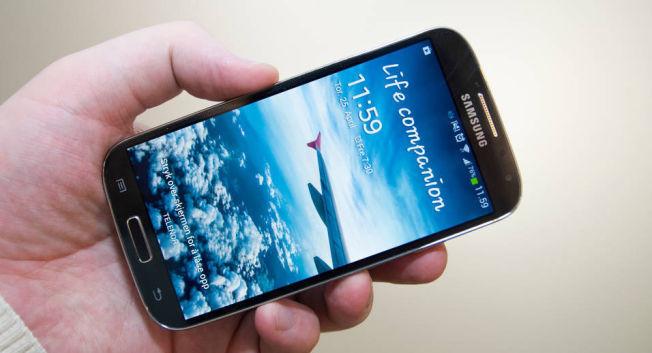 Galaxy S4 fikk større og skarpere skjerm uten at telefonen ble særlig større. Den holdt på elementene som gjorde serien til en hit.