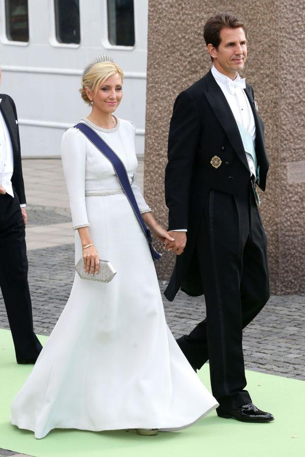 27835ebe HELHVITT: Kronprinsesse Marie-Chantal valgte samme farge som bruden da  prinsesse Madeleine giftet seg