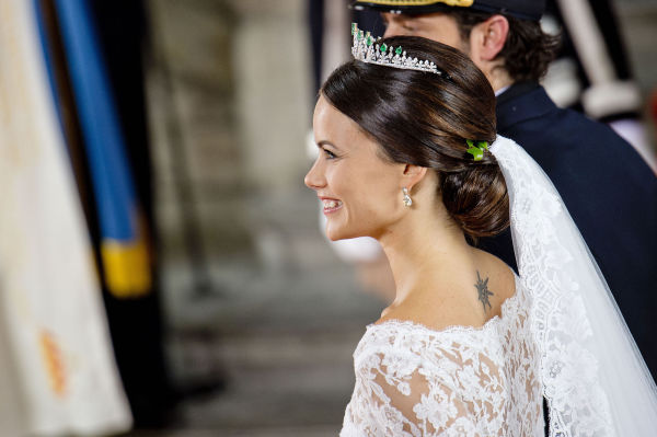 7b45ad43 PRINSESSEBRUD: Prinsesse Sofia lot kjolen gå akkurat under tatoveringen  slik at den syntes da hun