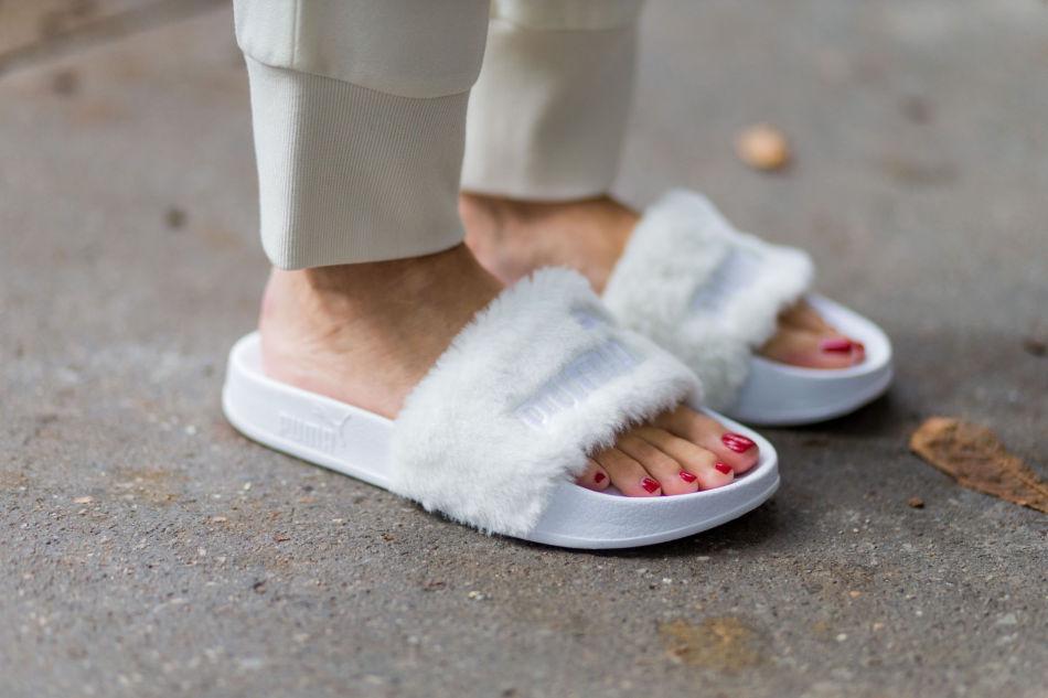 b701a6d8b2e FURRY FRIENDS: Sandalene med fuskepels fra Puma Fenty by Rihanna har blitt  spredt til massene
