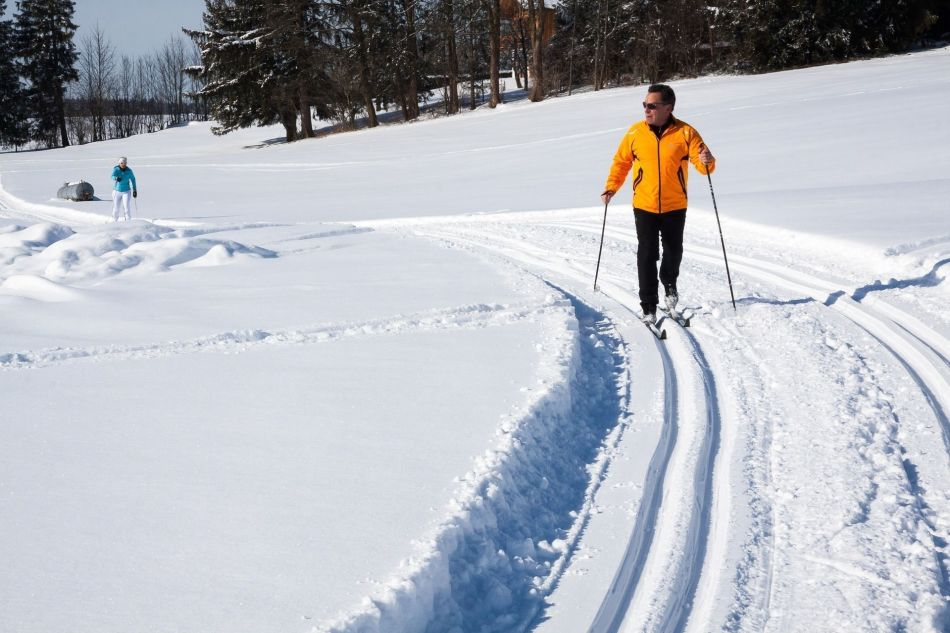 cross-country-skiing-624253_1920