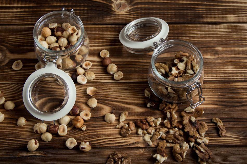 nuts-2019669_1920