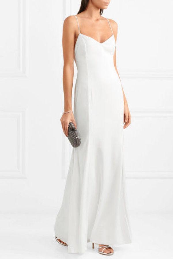 727acc68 ENKELT: Denne klassiske slip-kjolen fra Rime Arodaky hos Netaporter er  perfekt til bryllup