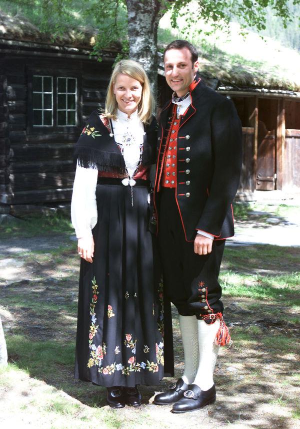 cb22c9b3 STASELIG: Kronprins Haakon og kronprinsesse Mette-Marit, den gang forlovet,  på besøk
