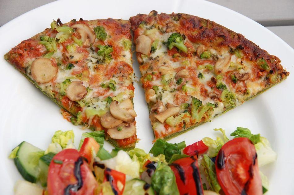 spinatpizza nærbilde