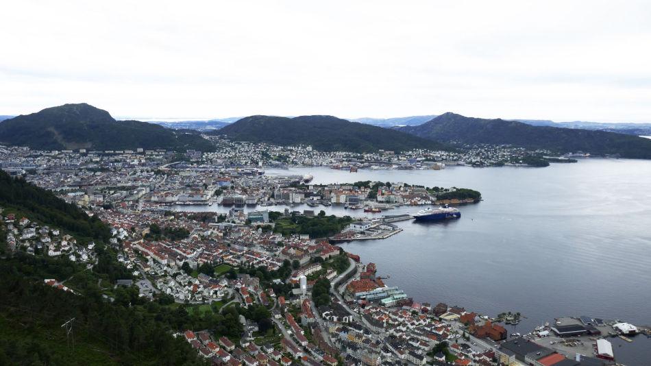 Utsikt fra toppen av Sandviksfjellet mot Bergen.