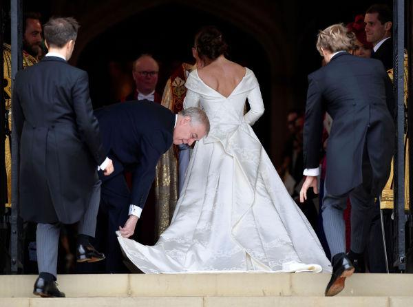 6588935e UTRINGET RYGG: Prinsessen valgte en kjole med lange ermer og V-utringning.  Foto