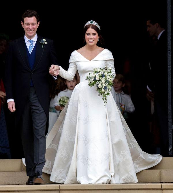 65164db3 FØRSTE BRUDEKJOLE: Under vielsen hadde prinsessen på seg en klassisk  brudekjole. Foto: Reuters