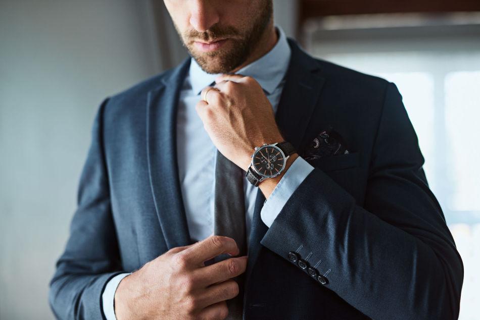 11fad5bc PÅ MED FINSTASEN: Dressen blir ekstra staselig med et fint slips,  lommetørkle i brystlomme
