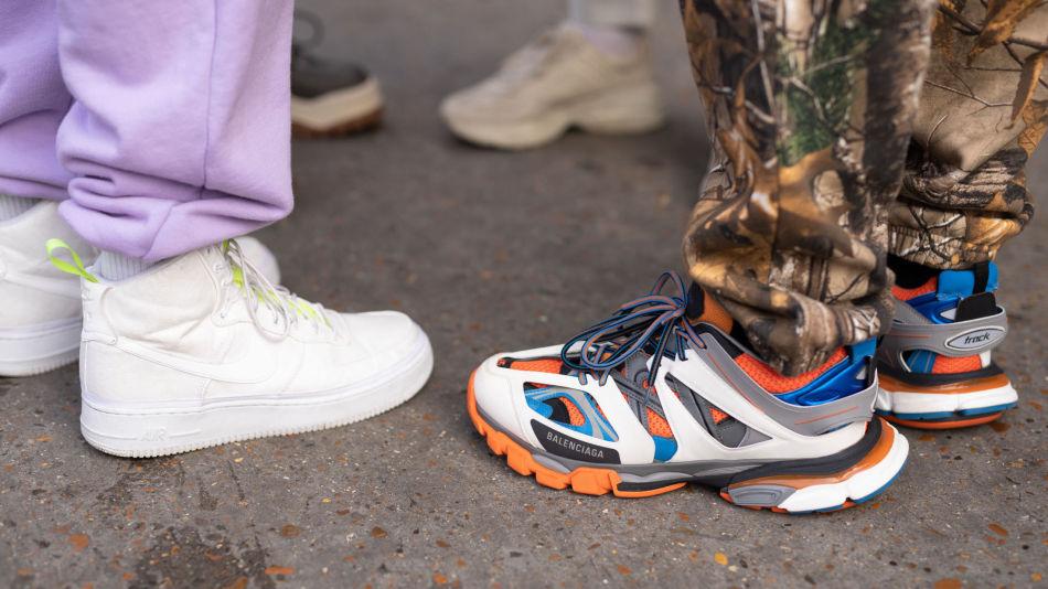 f1bb48cacd3f PRAKTISK FOTTØY  Noen av årets største sneakerstrender er metalliske  farger