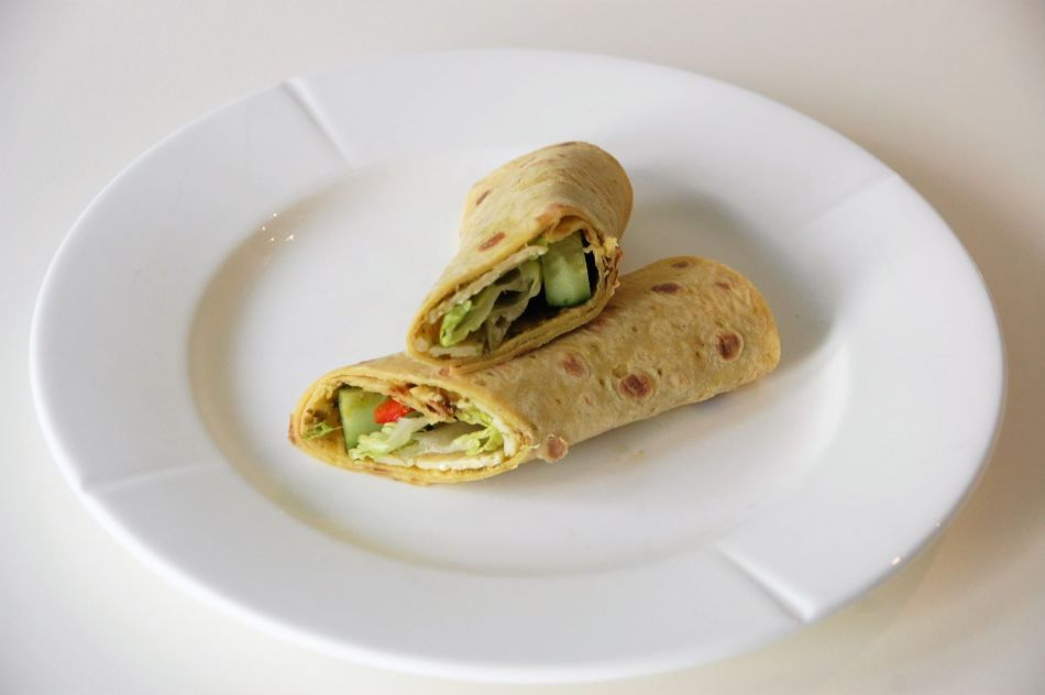 Lefse fylt med ost og grønt 2
