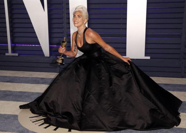 859fa534 STORT VOLUM: Lady Gaga stilte i en kjole med stort skjørt til nachspielet.  Foto