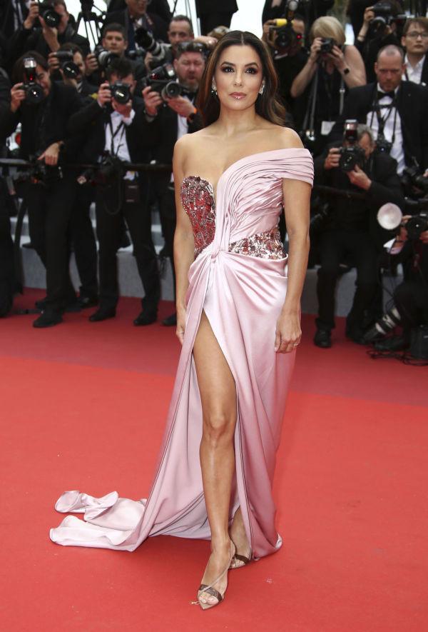 9879fda5 SPENSTIG: Skuespiller Eva Longoria in en rosa kjole fra Alberta Ferretti.  Foto: AP