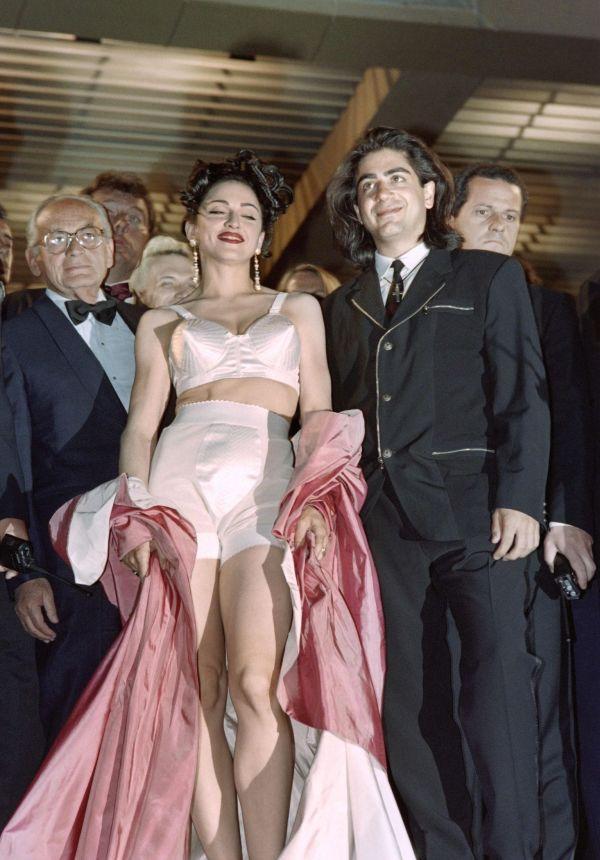 ad6e95e5 TILBAKEBLIKK: Madonna på filmfestivalen i Cannes i 1991 ikledd en stilig  shorts og kjegle-