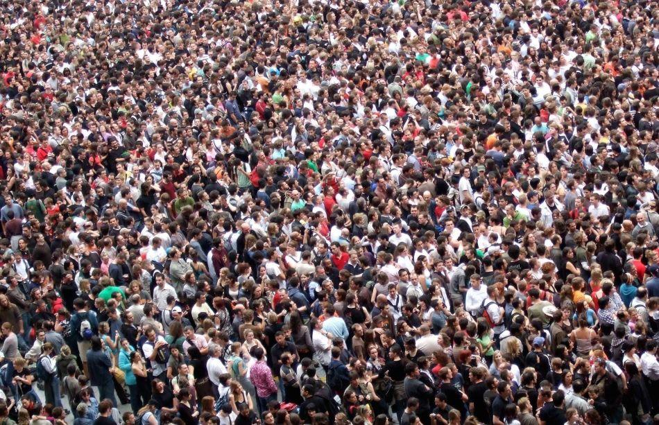crowds-2768571_1920